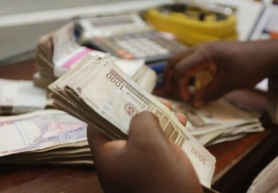 Naira stable at N385/$ as CBN injects $453.3m